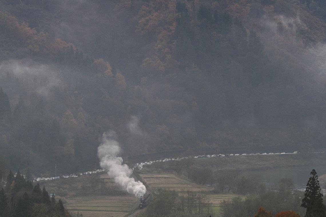 白い車列 - 2016年晩秋・飯山線 -  _b0190710_22541417.jpg