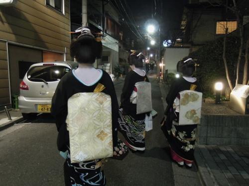 神楽坂 お正月の美しい後姿_e0116211_11300865.jpg