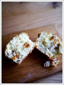 杏とクリームチーズのマフィン_b0142989_177273.jpg