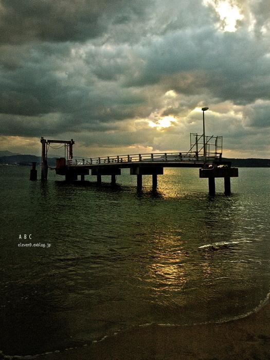 取り残された桟橋 (写真部門)_f0315034_18343436.jpg