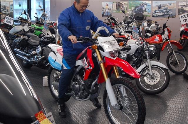 スタッフによるオフロードバイク・どれがオススメ?~足つき比較~_d0099181_13343475.jpg