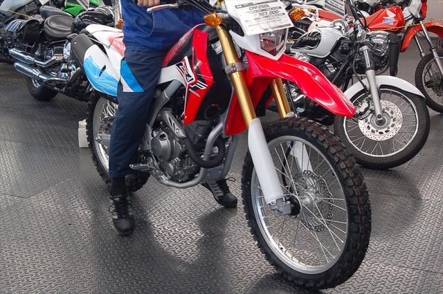 スタッフによるオフロードバイク・どれがオススメ?~足つき比較~_d0099181_1337341.jpg