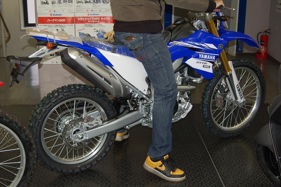 スタッフによるオフロードバイク・どれがオススメ?~足つき比較~_d0099181_1416232.jpg