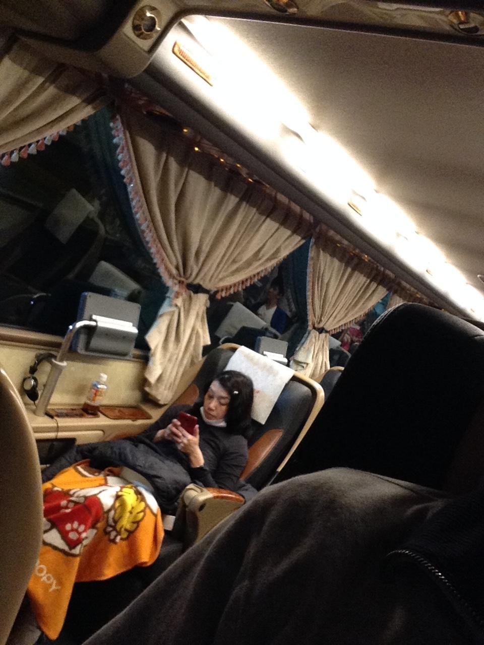 台湾の高速バスは素晴らしい~和欣白金臥艙(プラチナムクラス)で高雄へ。_a0334793_10495211.jpg