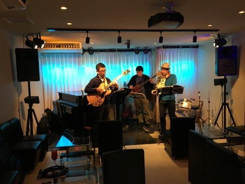 広島  Jazzlive comin 本日土曜日のライブ_b0115606_12255842.jpg
