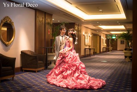 鮮やかなピンクのドレスに合わせるブーケと髪飾り_b0113510_00081768.jpg