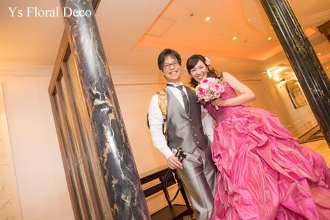 鮮やかなピンクのドレスに合わせるブーケと髪飾り_b0113510_00114499.jpg
