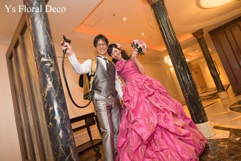 鮮やかなピンクのドレスに合わせるブーケと髪飾り_b0113510_00123622.jpg