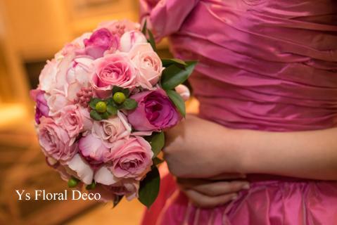 鮮やかなピンクのドレスに合わせるブーケと髪飾り_b0113510_00124645.jpg
