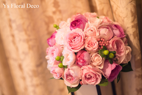 鮮やかなピンクのドレスに合わせるブーケと髪飾り_b0113510_00130348.jpg