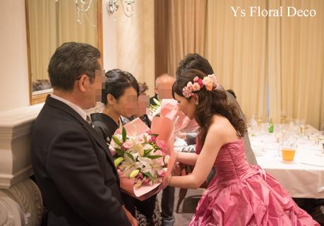 鮮やかなピンクのドレスに合わせるブーケと髪飾り_b0113510_00131096.jpg