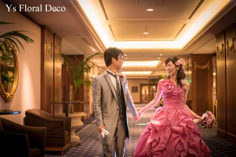 鮮やかなピンクのドレスに合わせるブーケと髪飾り_b0113510_00133641.jpg