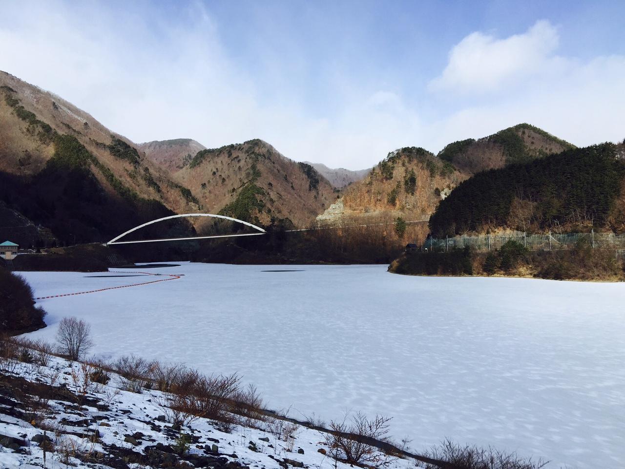 湖面に積もった雪・・・_b0100253_12252563.jpg