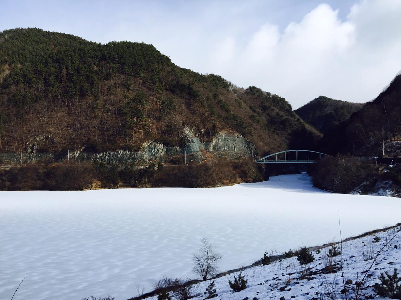 湖面に積もった雪・・・_b0100253_1227645.jpg