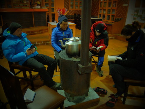 11日目: trekking day9 ディンポチェ(Nangkar Tshang)_a0207588_17182370.jpg