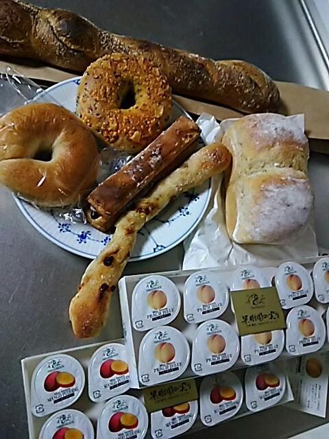 デパートでパン、  ストックもそこそこあるデヨ_f0316507_13261933.jpg