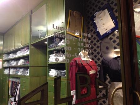 フィレンツェ中心街にあるコック服の専門店_a0136671_2312585.jpg