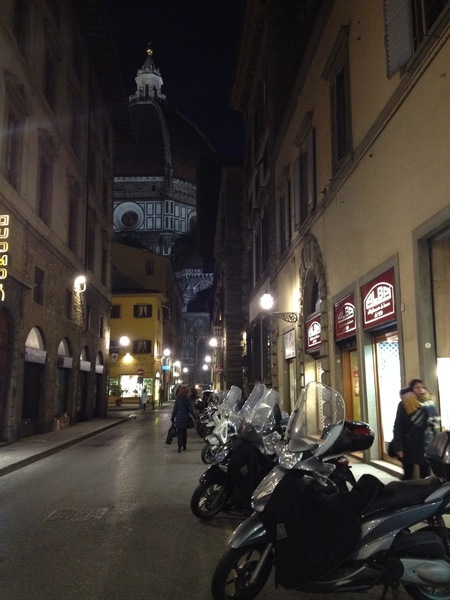 フィレンツェ中心街にあるコック服の専門店_a0136671_24334.jpg