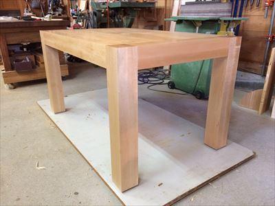 メープル材の食卓テーブル_d0165772_21002218.jpg