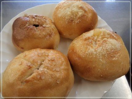 レーズンとチーズのパン・全粒粉パン_b0207284_18431043.jpg