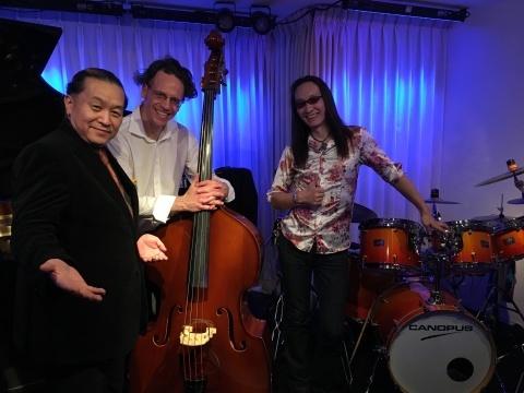 広島  Jazzlive comin  本日月曜日のライブ!_b0115606_11324256.jpg