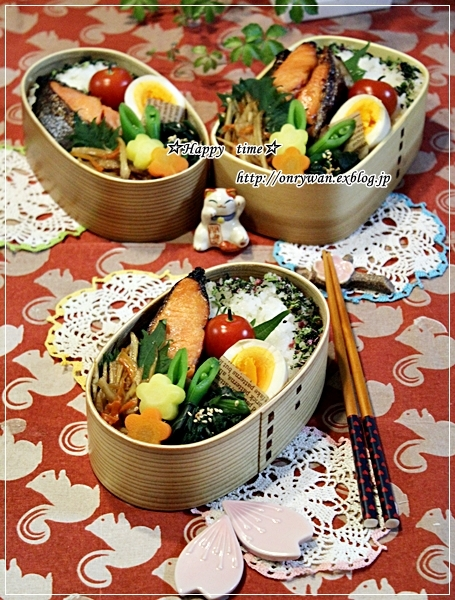 鮭の味噌漬け焼き弁当とバターロールパン♪_f0348032_18390761.jpg