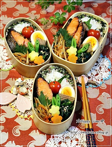 鮭の味噌漬け焼き弁当とバターロールパン♪_f0348032_18391942.jpg