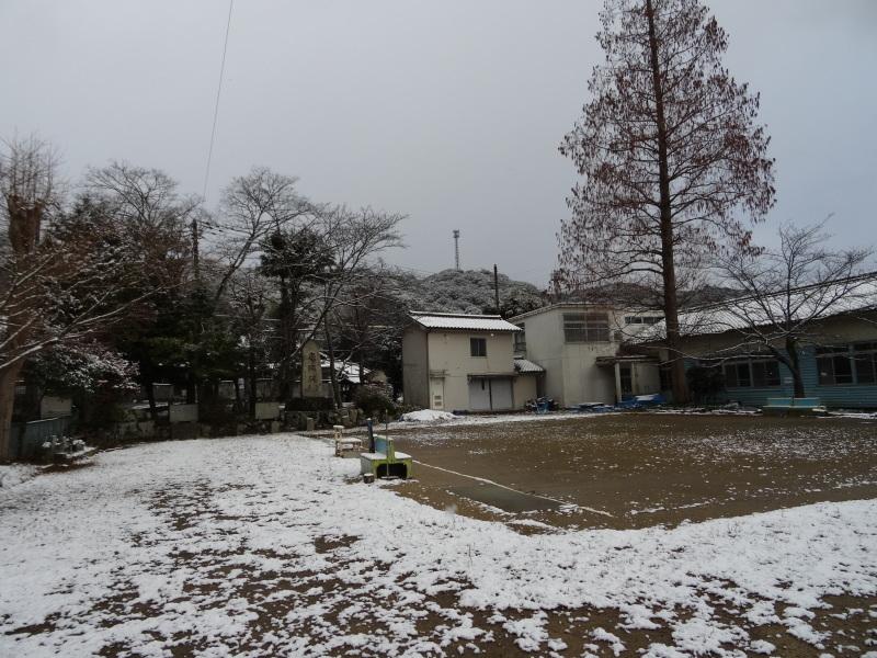 孝子の森も うっすらと雪化粧  by  (TATE-misaki)_c0108460_20374958.jpg