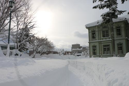 米沢キャンパスの朝、1月25日(大寒・次候) 沢水腹堅める(さわみず こおりつめる)・3 : 米沢より愛をこめて・・
