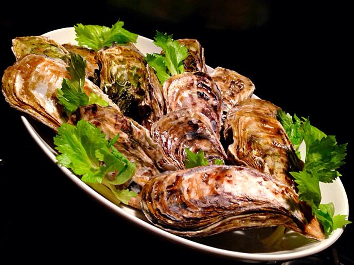 伊勢志摩の牡蠣『的矢かき』で焼き牡蠣はアイラ島スタイルのボウモアスプレー_b0221506_19322064.jpg