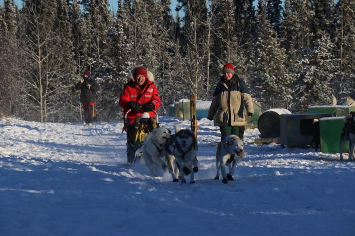 《犬ぞり》極北人と犬_d0112928_10490932.jpg