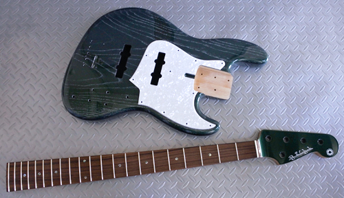 「Fast JMT × 3種と5弦Bass × 1種」の塗装が完了!_e0053731_1542730.jpg
