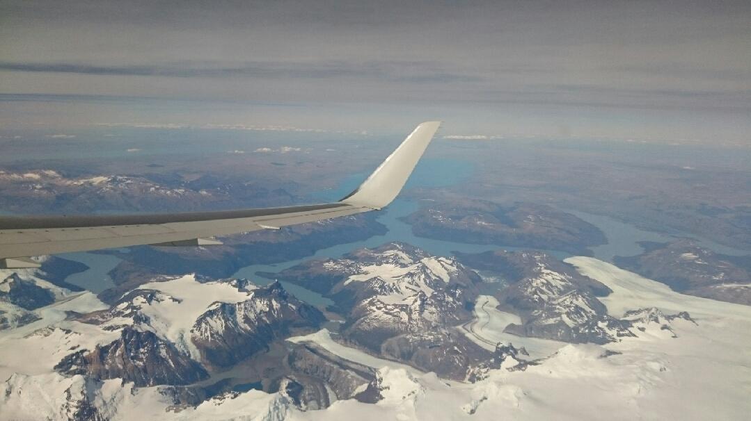 11月22日パタゴニア上空を飛んでフィッツロイ、プエルト・モレノ氷河を見下ろす_c0242406_14582537.jpg