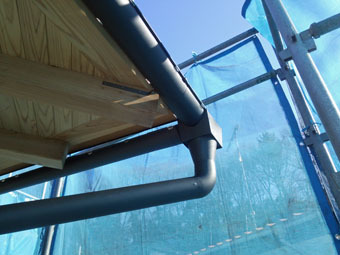 稲田堤の家の雨といの集水器は手作りです。_c0195909_15311067.jpg