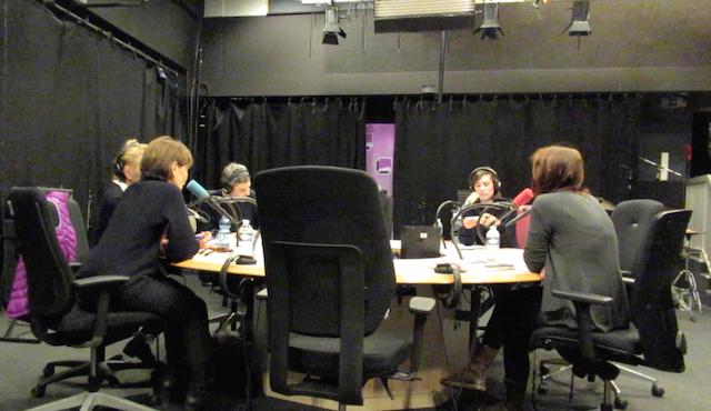 生放送のラジオ討論番組で冷や汗をかくパリの夜_a0087957_1520279.png