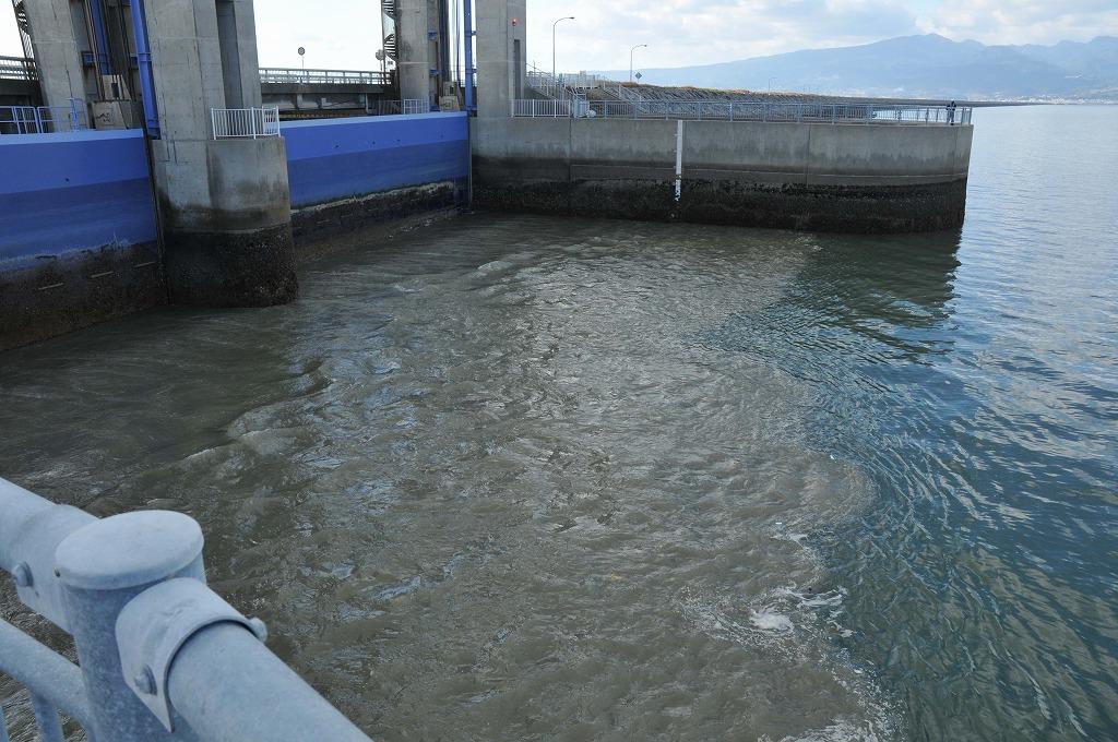 排水開門の仕組み:その1_c0052876_0484611.jpg