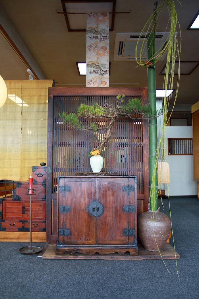 古い欅(ケヤキ)の敷板は・・_d0335577_12163021.jpg