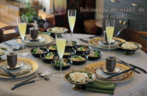 お料理が入ってテーブルは完成です。_f0357387_04052450.jpg
