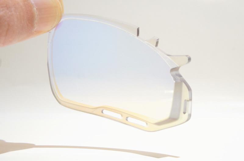 度付きスポーツサングラスの進化_f0251601_20423728.jpg