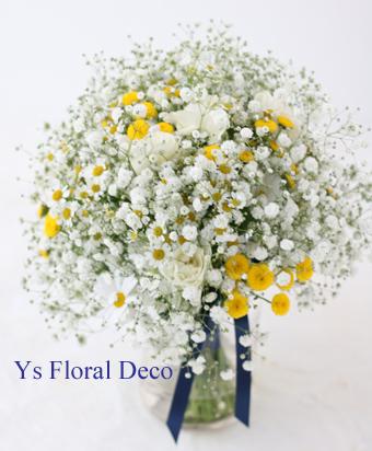 かすみ草と小花のクラッチブーケ_b0113510_09025910.jpg