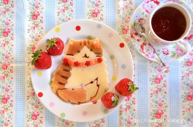 ホットケーキの日の猫パンケーキ  Homemade Cat-shaped Pancake_d0025294_19133326.jpg