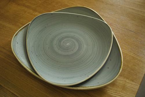 英国生まれのお皿 -チャーチル・ロータスプレート-_c0334705_23102879.jpg