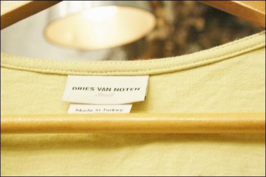 久しぶりのいつものと、ビリビリのジーンズの真相(レディース ニット イヴサンローラン、カールラガーフェルド)_f0180307_00360646.jpg