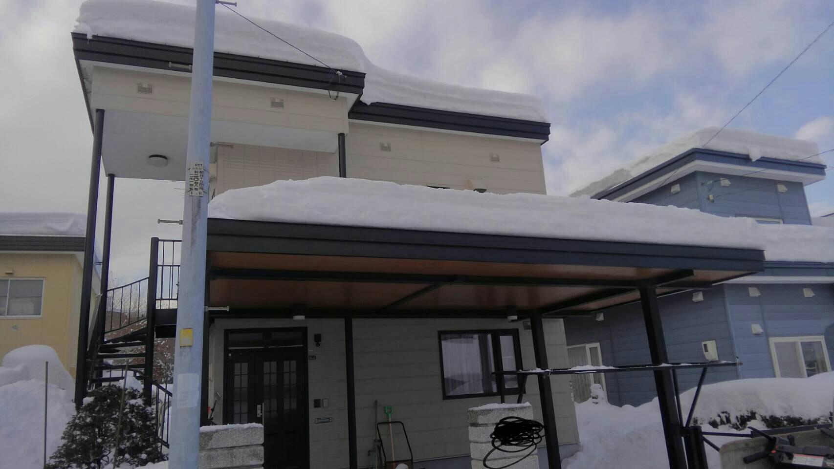 屋根の雪おろし_a0216771_17395730.jpg