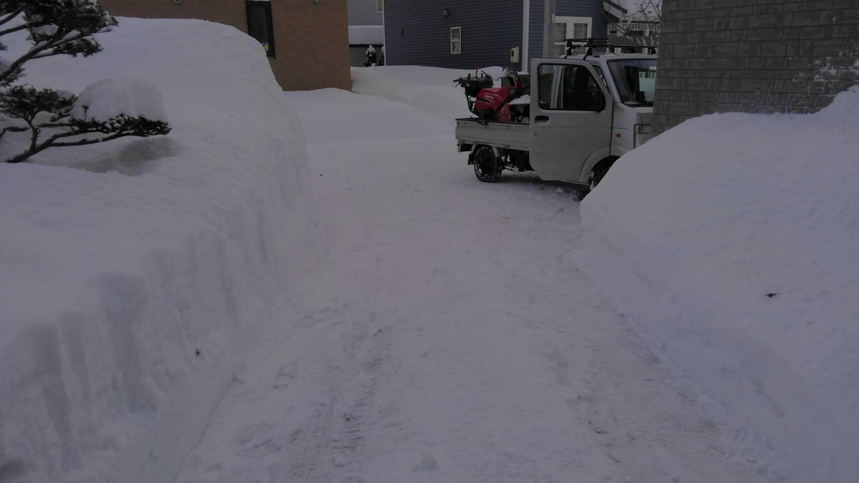 屋根の雪おろし_a0216771_17463581.jpg