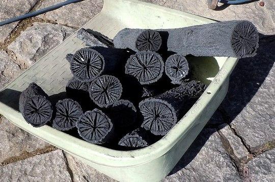 さて菊炭の出来栄えは ・・・_b0102572_18103516.jpg