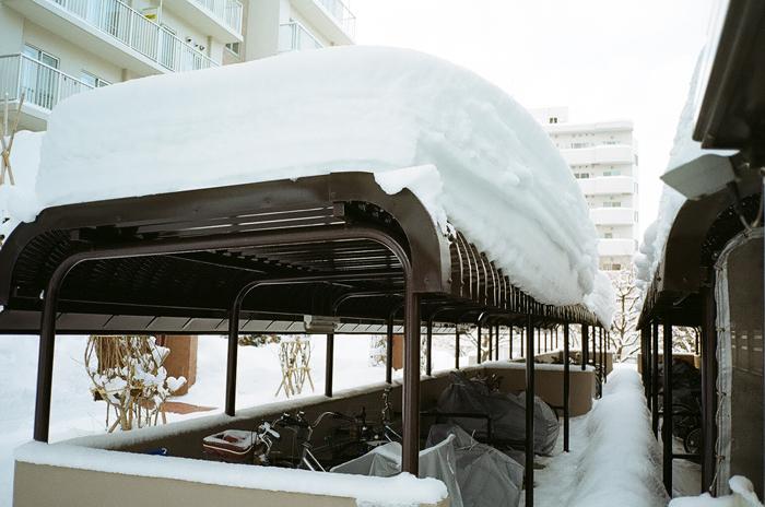駐輪場の雪と苫小牧往還_c0182775_1743927.jpg