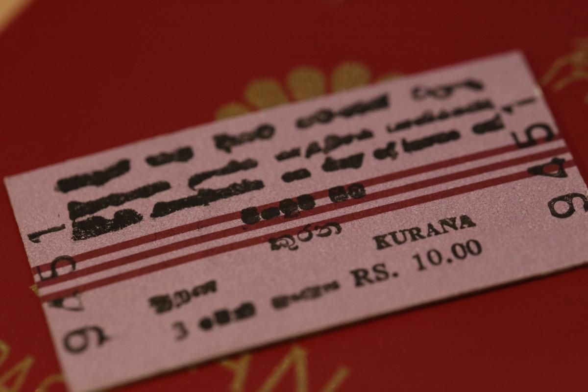 ネゴンボ  国鉄初乗り運賃は10ルピー約8円 _b0061717_064857.jpg