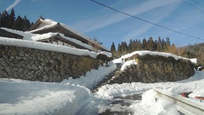 屋根の雪下しもしなくてすみそう......ヤレヤレです....._b0194185_2224945.jpg