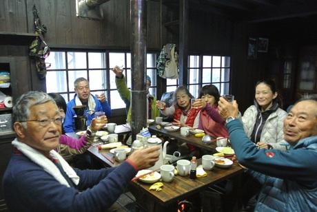 2016年12月3-4日、初頭の谷川岳虹芝寮で遊ぶ_c0242406_1440485.jpg